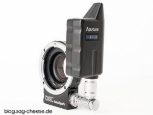 Herzstück des Aputure LensRegain : Bajonett-Adapter mit Sammellinse und Funkempfänger