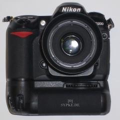 Nikon D200 mit MeiKe Batteriegriff